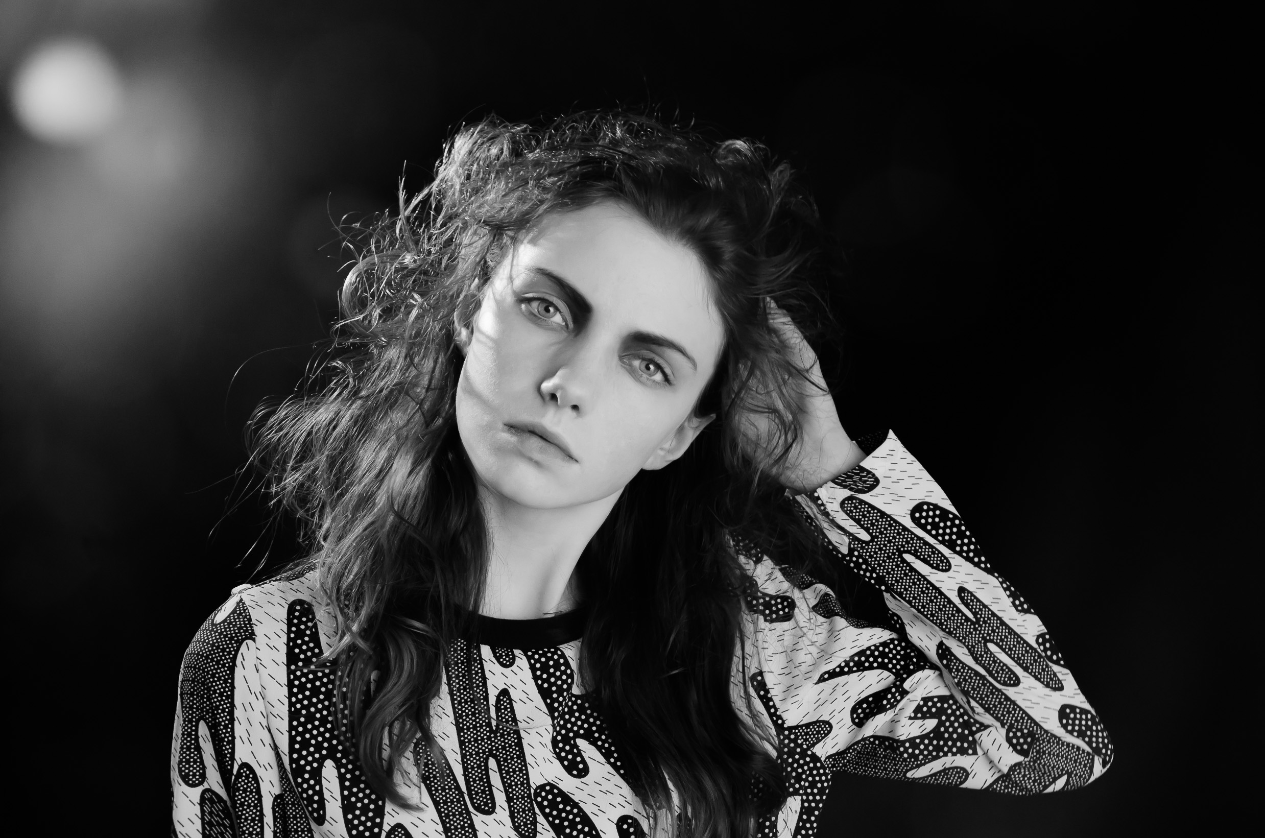 Fotomodell i svartvitt