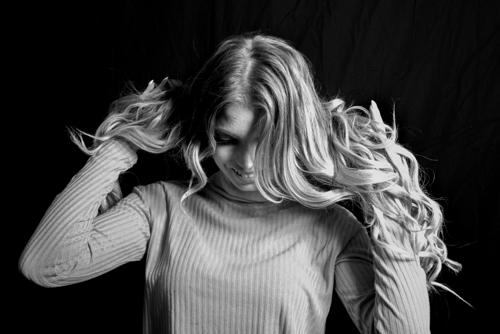 Fotomodellen Erika med långt hår