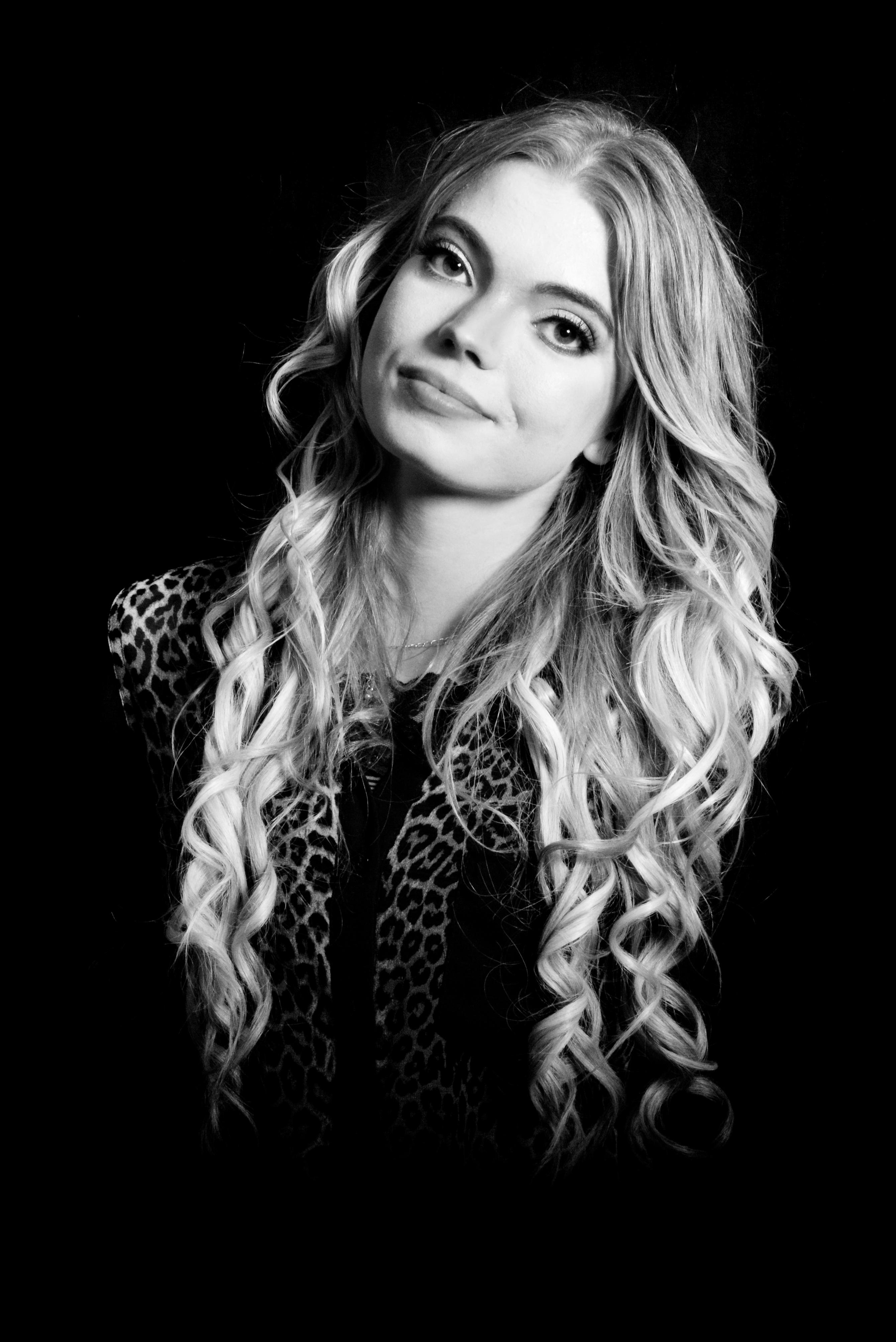 Fotomodellen Erika i svartvitt