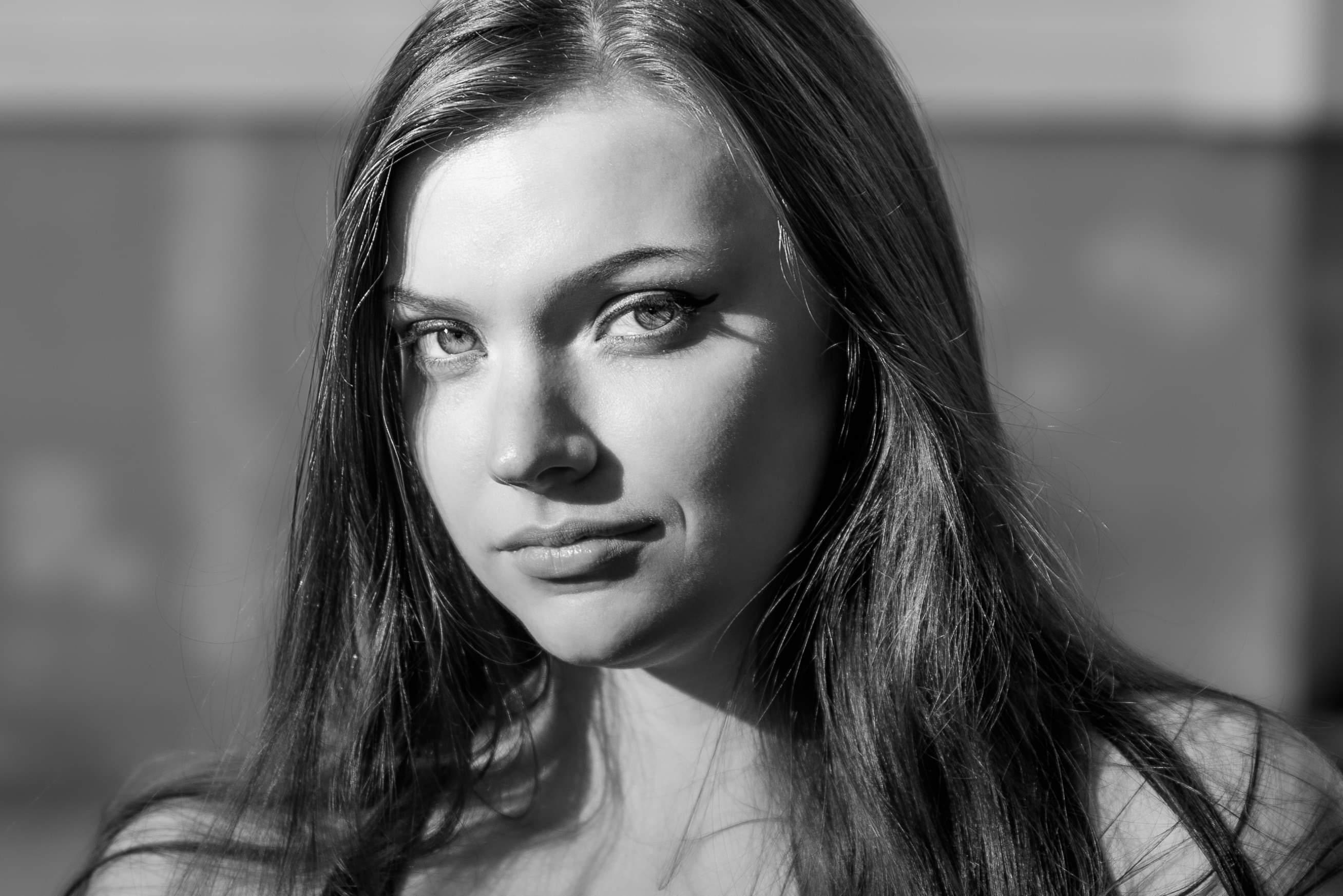 Fotomodellen Evelina i svartvitt 2
