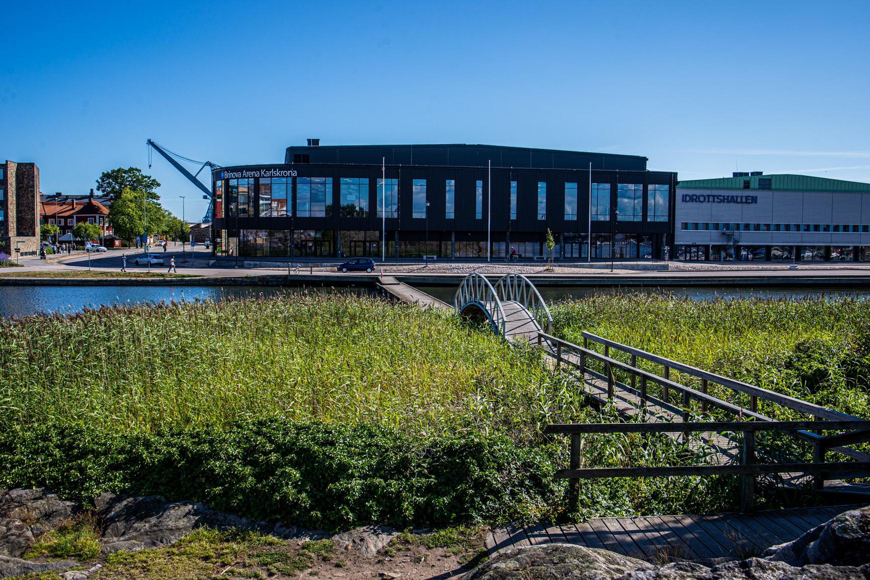 Sporthall i Karlskrona sedd från Stakholmen